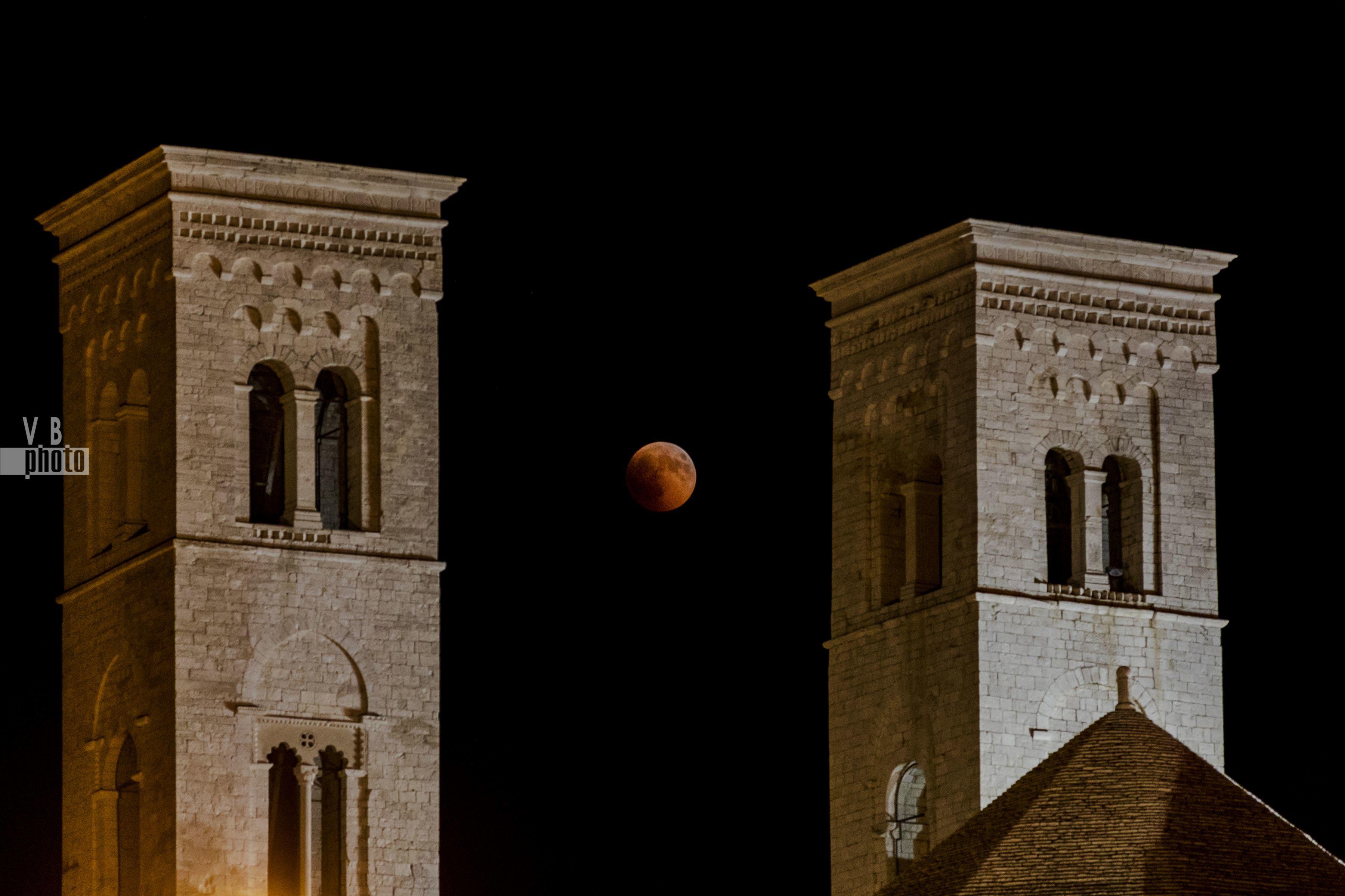 """""""Blood Moon"""" al porto di Molfetta - 27 luglio 2018"""